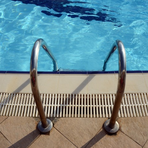 Verplicht stellen zwemlessen voor asielzoekers: juridisch en praktisch uitvoerbaar?