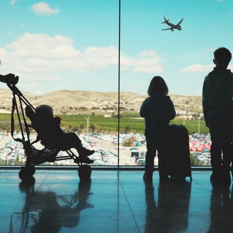 Reizen in coronatijd – mag mijn kind wel of niet met mij mee?