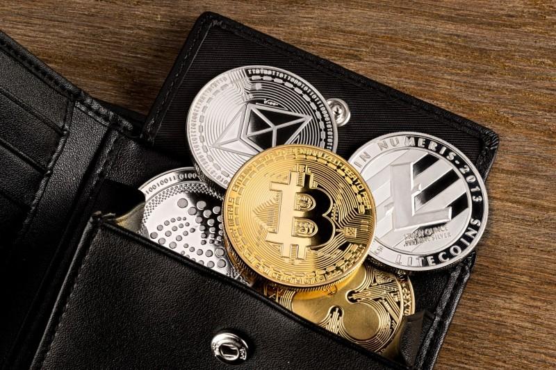 Nieuwe verplichtingen voor crypto-dienstverleners: vergunningsplicht, cliëntenonderzoek en meldplicht.